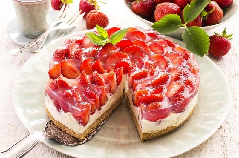 strawberry pie with cream