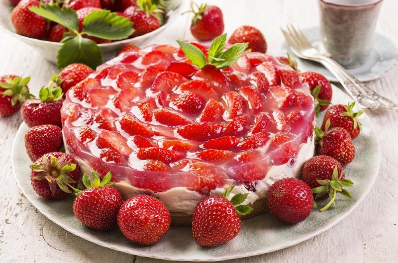 strawberry pie with cream cheese
